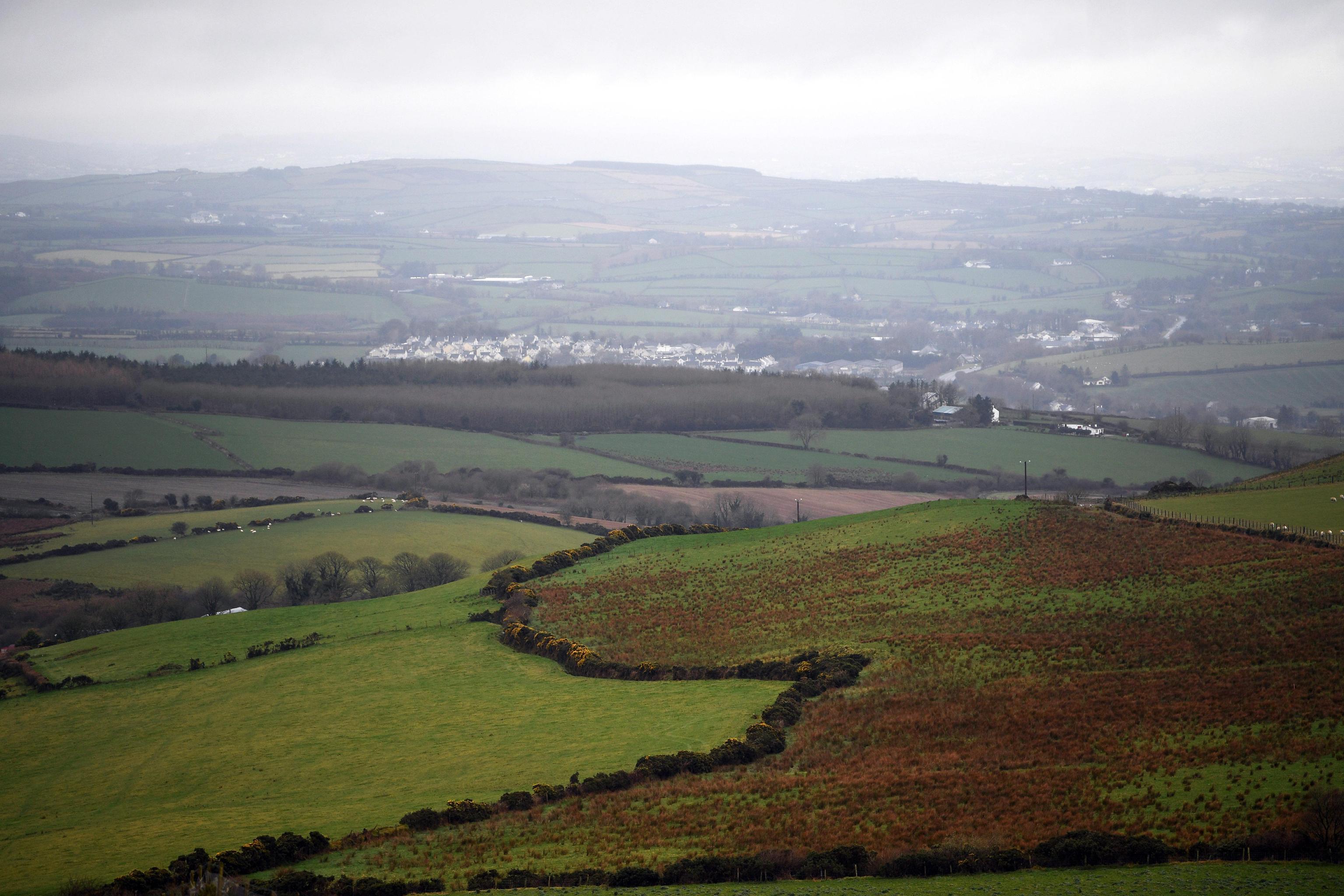 La vista dei campi sul confine tra la Repubblica di Irlanda e l'Irlanda del Nord