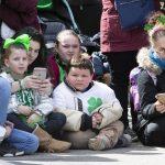 A Boston anche i bambini partecipano alla festa di San Patrizio