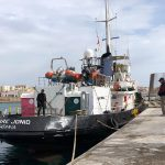 La poppa della nave Mare Jonio attraccata e sotto sequestro nel porto di Lampedusa