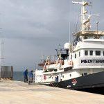 La nave della Mediterranea Saving Humans è ferma sotto sequestro delle autorità al porto di Lampedusa