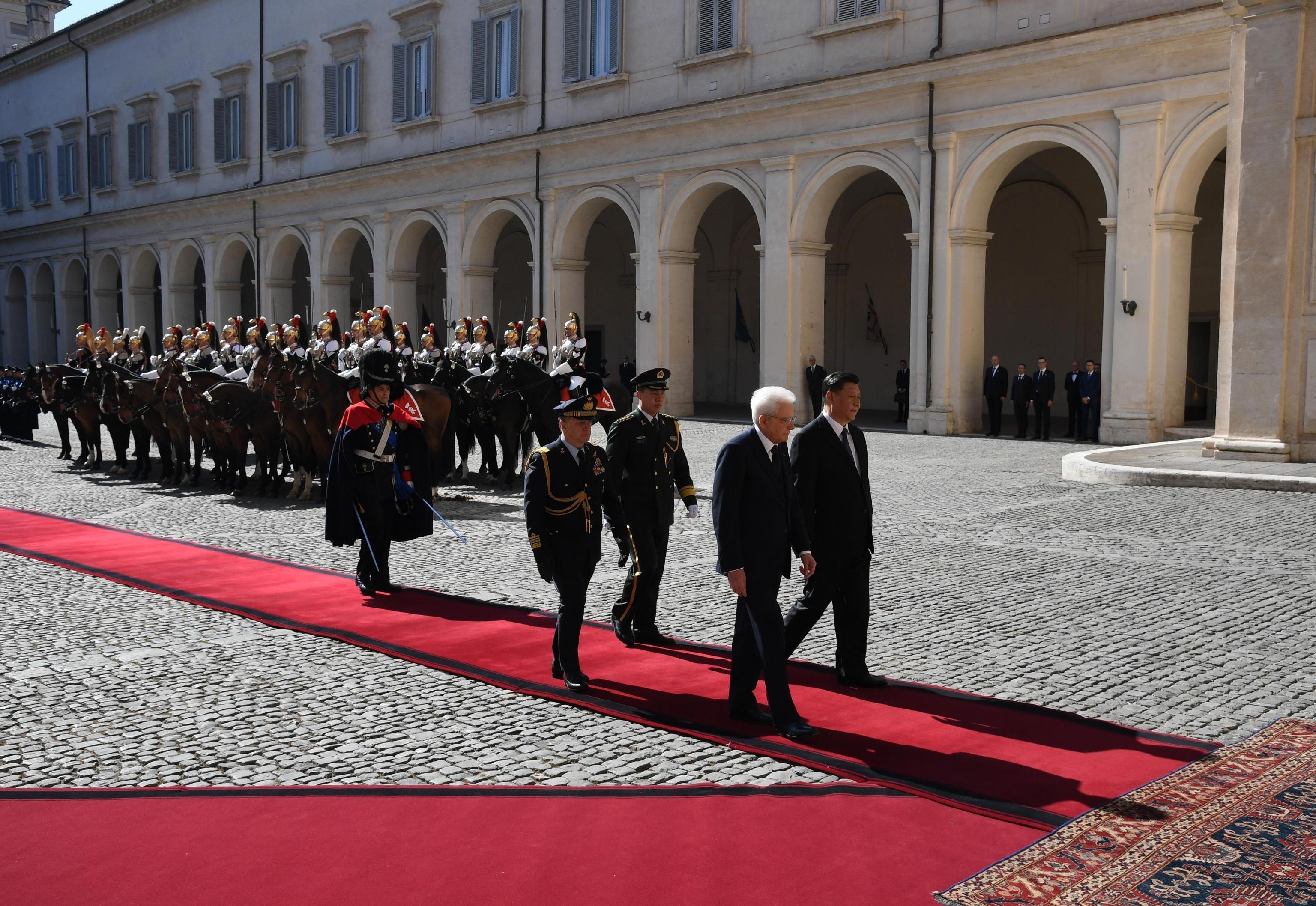 Mattarella scorta Xi Jinping verso il Quirinale. I due capi di Stato si incontrano per discutere del Memorandum Italia-Cina per l'incremento dei rapporti commerciali