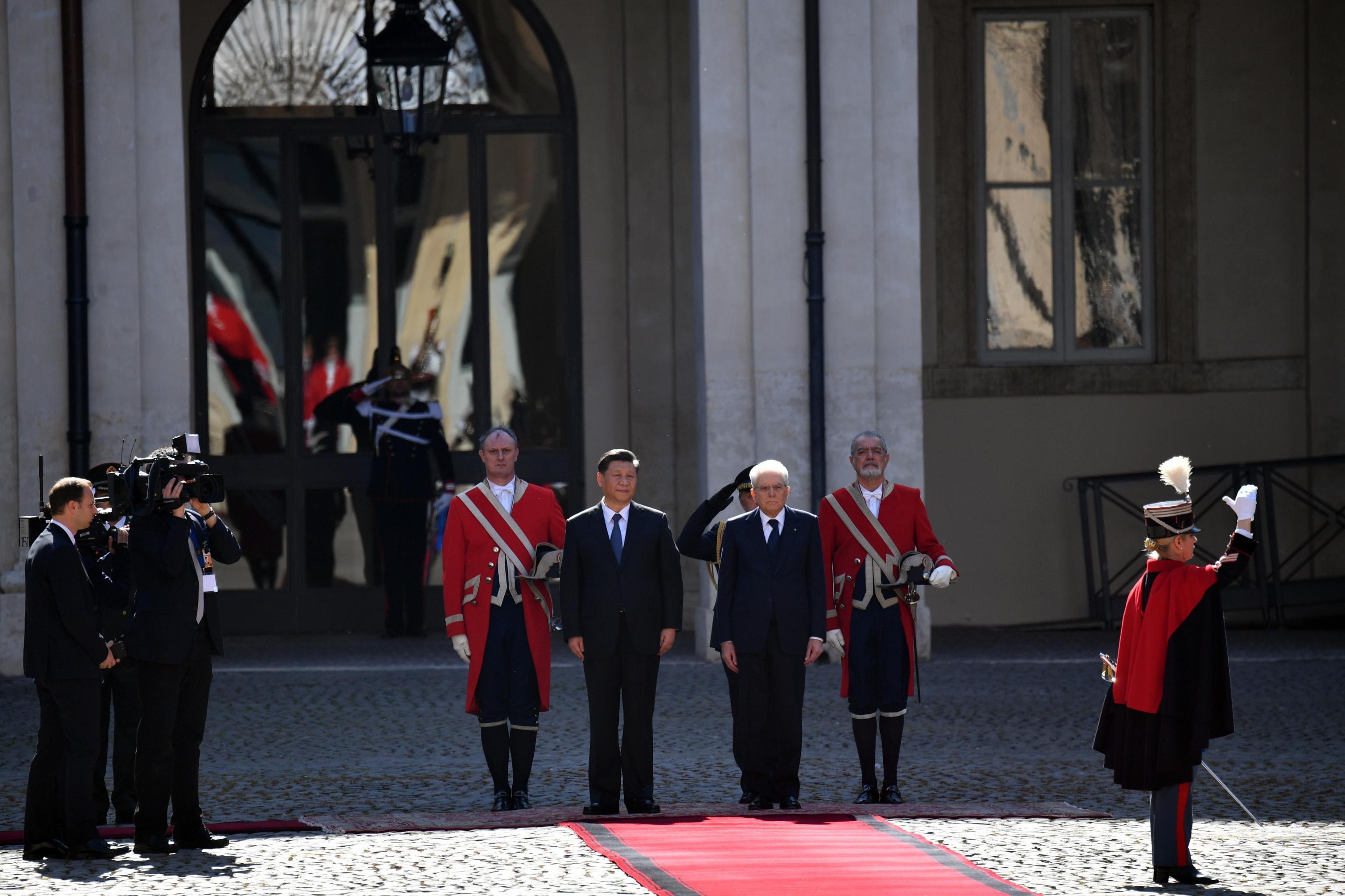 Il Presidente della Repubblica Sergio Mattarella riceve il Presidente della Repubblica Popolare Xi Jinping al Quirinale. Al centro dell'incontro il Memorandum Italia-Cina relativo a un incremento della partnership commerciale tra i due Paesi