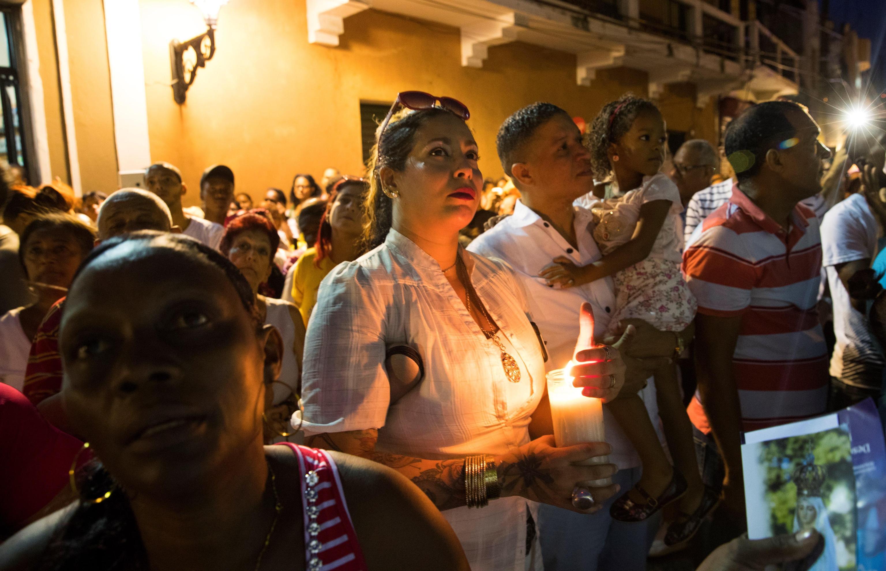 Gli abitanti di Santo Domingo chiudono le celebrazioni in preghiera