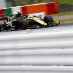 La Renault di Niko Hulkenberg contende il quarto posto alla Mclaren
