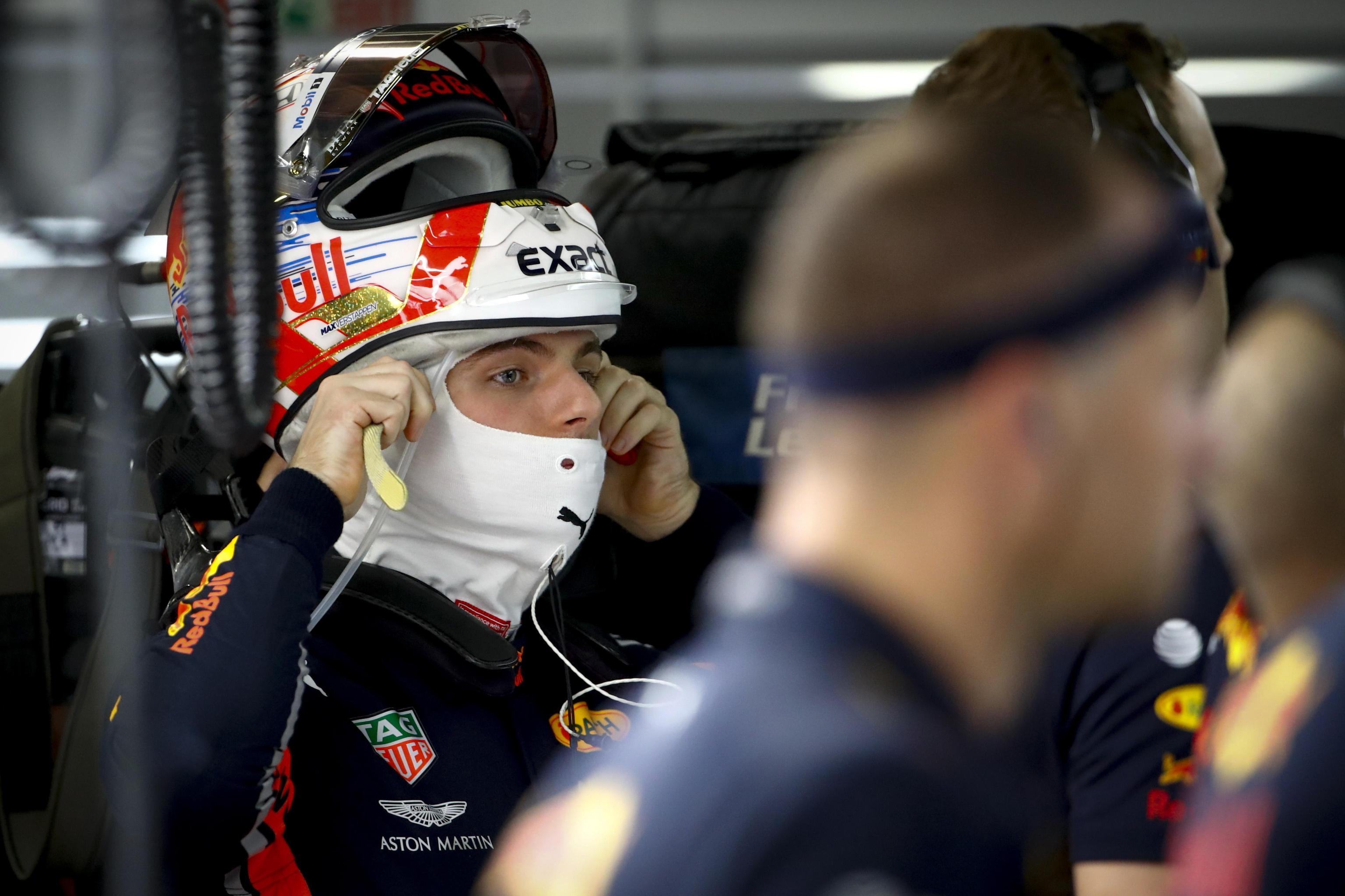 Un'immagine del pilota olandese di formula 1, Max Verstappen della Red Bull Racing mentre si prepara per la seconda sessione di prove
