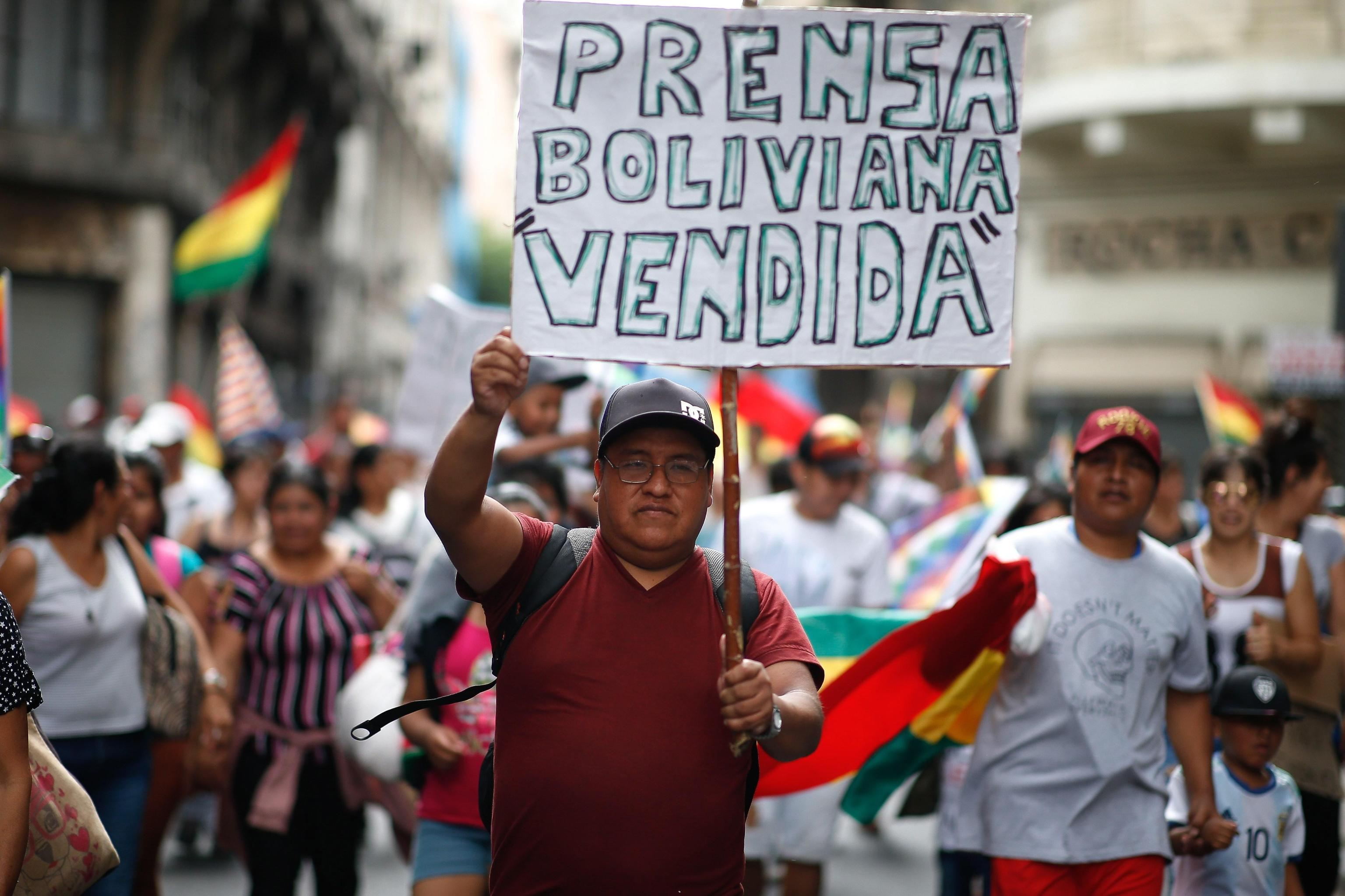 L'Organizzazione dei diritti umani ha marciato a Buenos Aires contro quello che considera colpo di Stato contro Morales