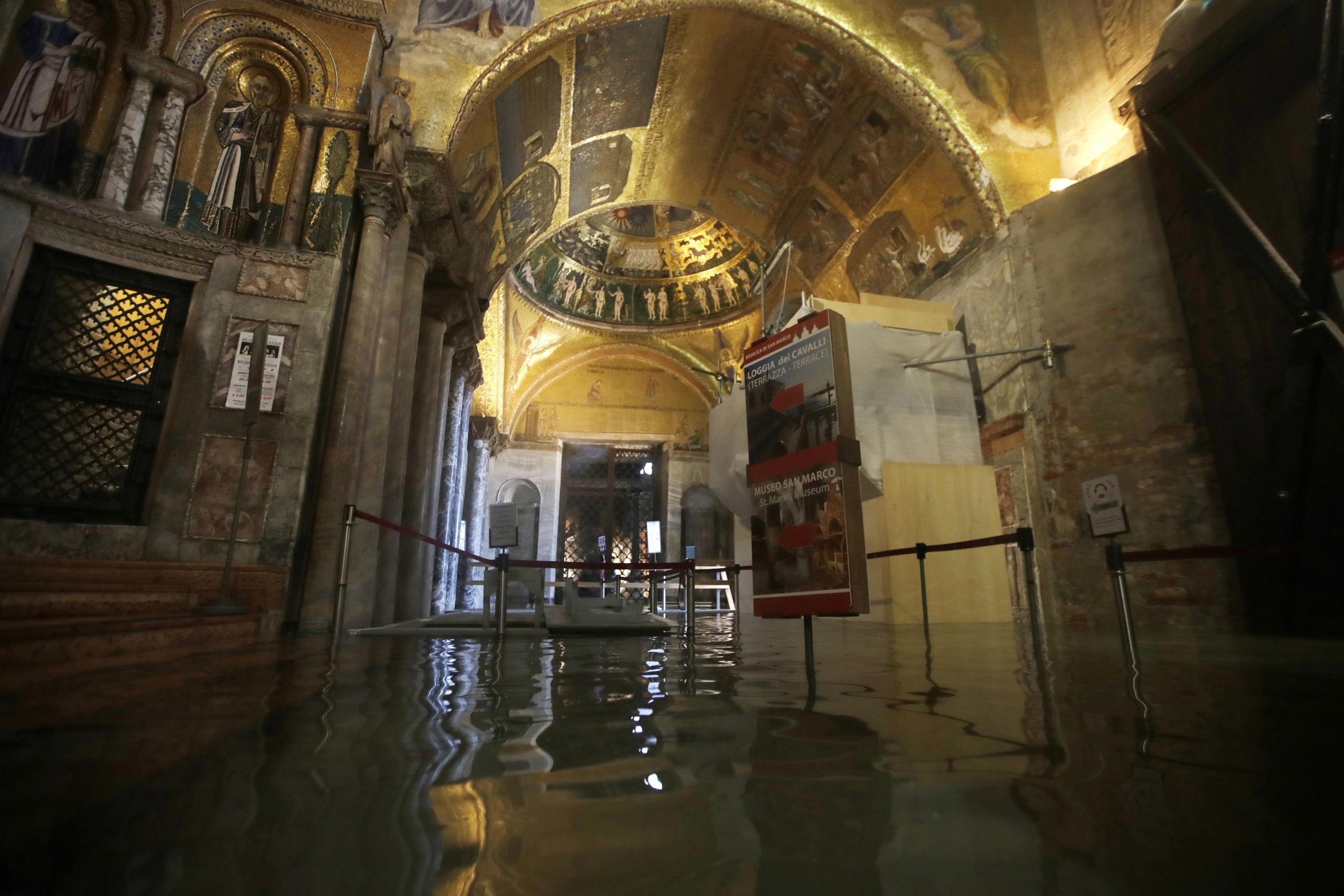 L'ingresso allagato della basilica di San Marco