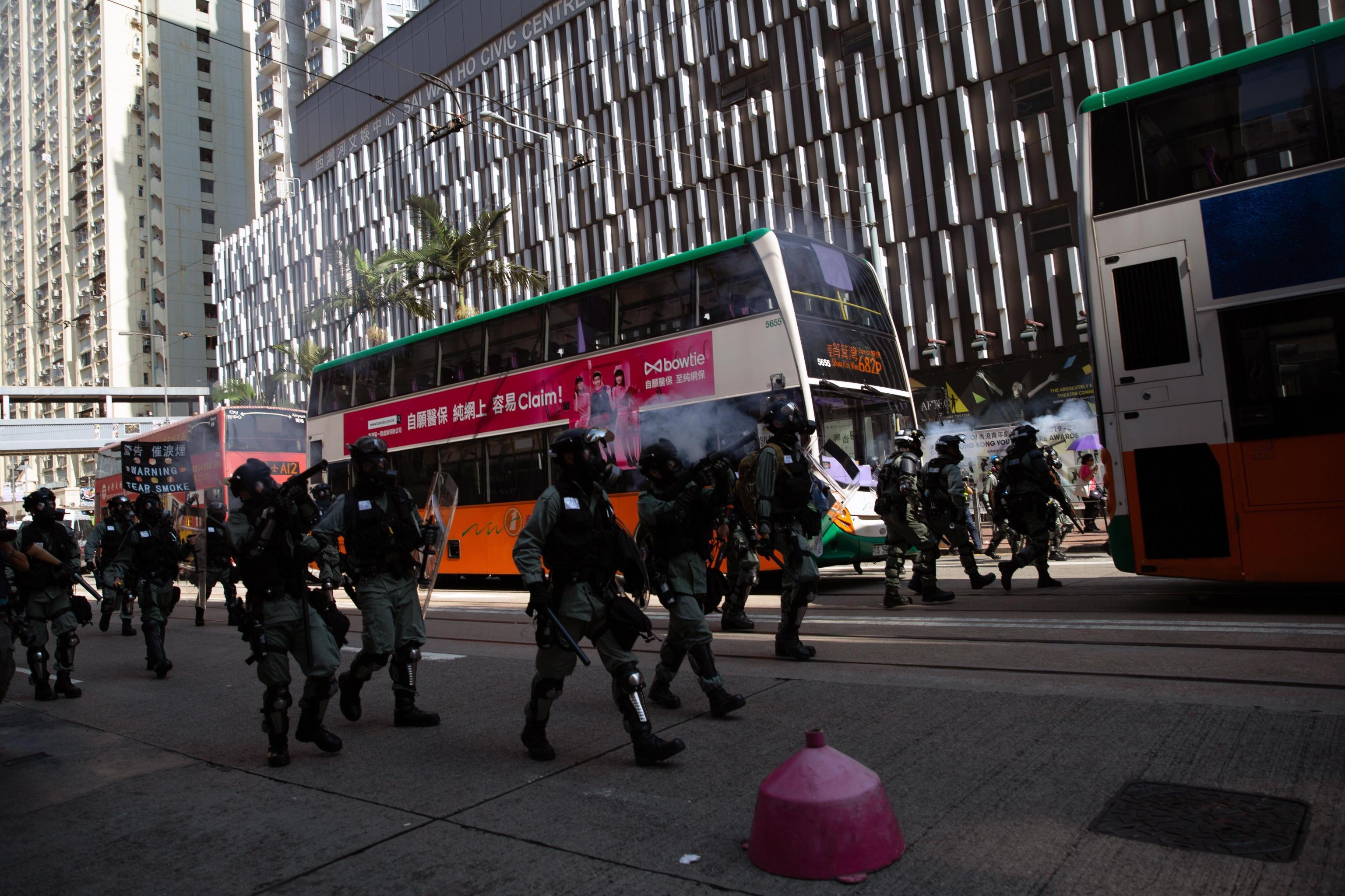 Le misure prese dal governo sono durissime. L'esercito schierato in assetto antisommossa si oppone ai manifestanti