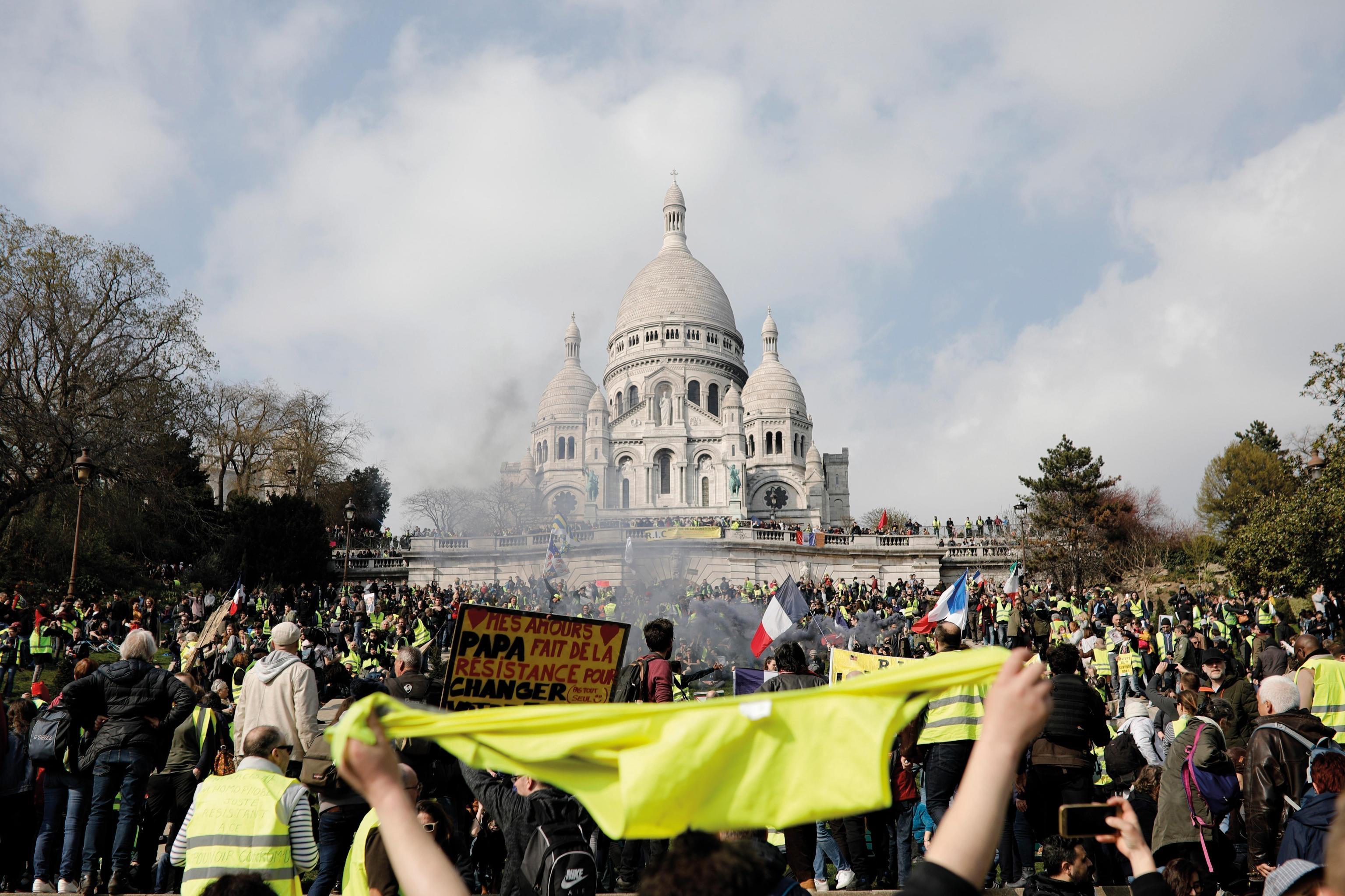 Gilet Gialli, 23 marzo: le proteste antigovernative in Francia nascono da una tassa sul carburante e diventano in breve tempo una critica sull'intero operato di Macron.