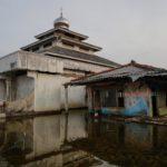 L'acqua alta ha reso inaccessibili numerose abitazioni