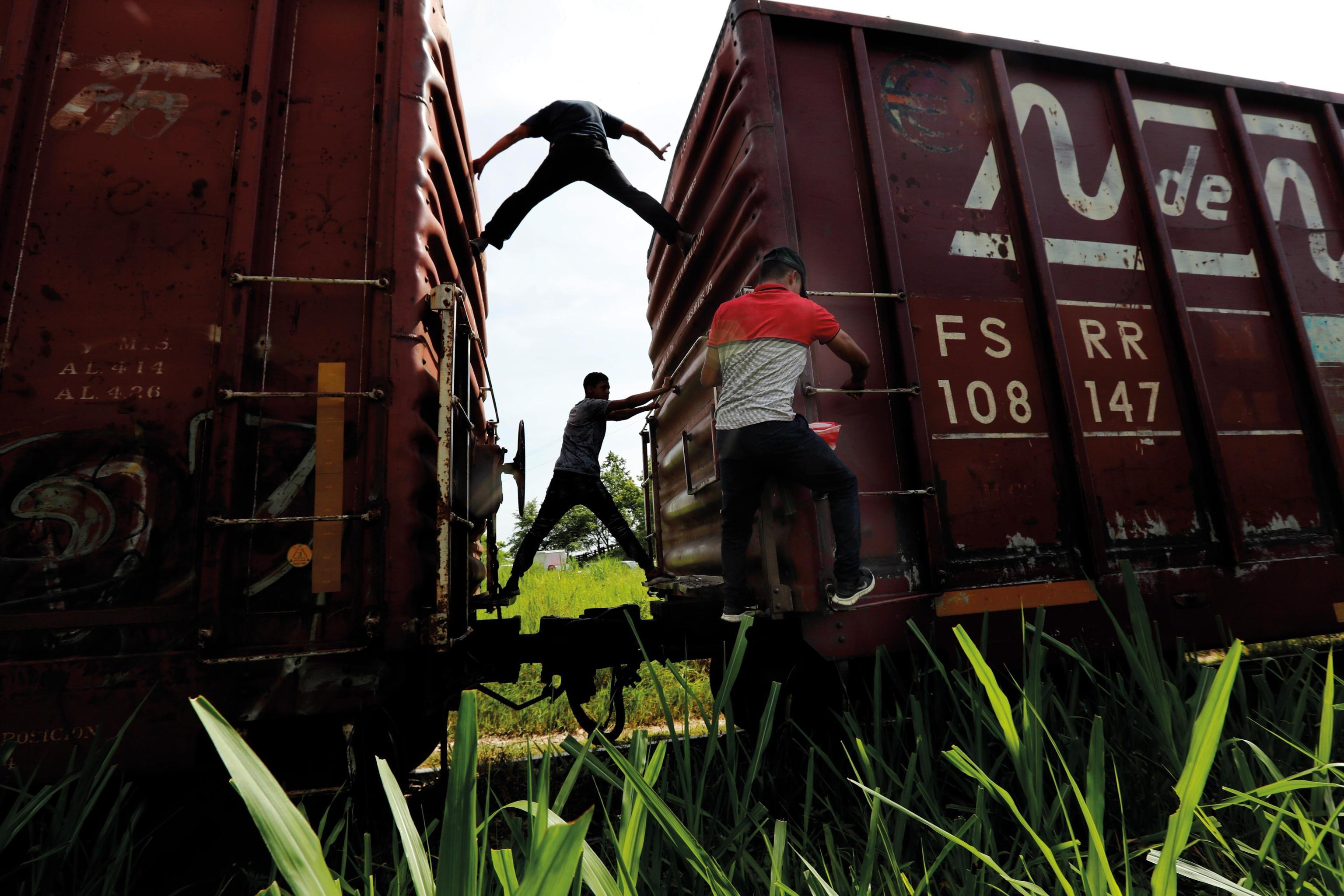 Migranti, 25 giugno: continua l'esodo dal Messico verso gli Stati Uniti. Il governo di Città del Messico ha impegnato 6.500 guardie nazionali e 15.000 soldati lungo il confine per arginare il fenomeno