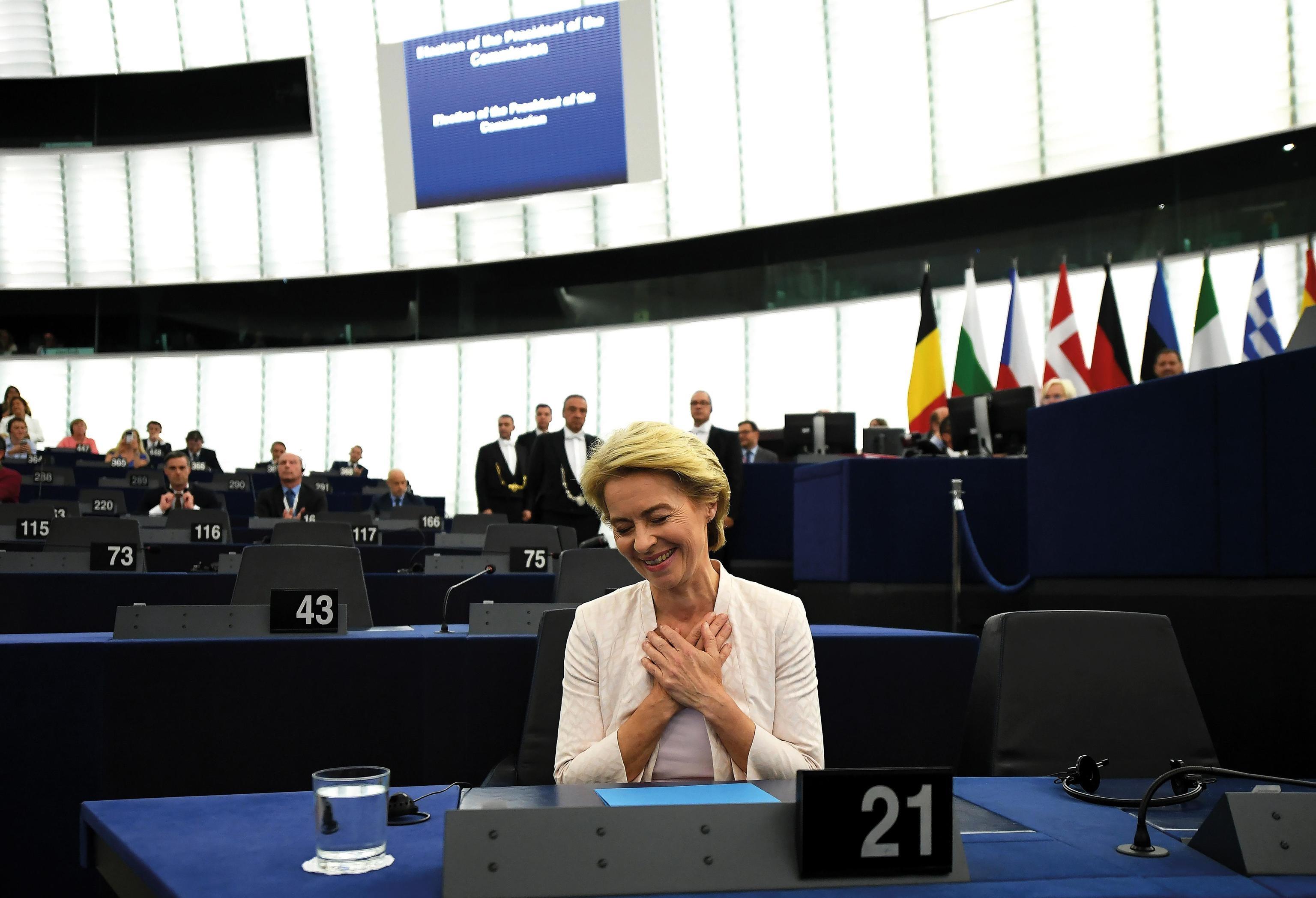 Ursula Von Der Leyen, 16 luglio: l'ex ministro della difesa tedesco viene nominato presidente della Commissione Europea a Strasburgo