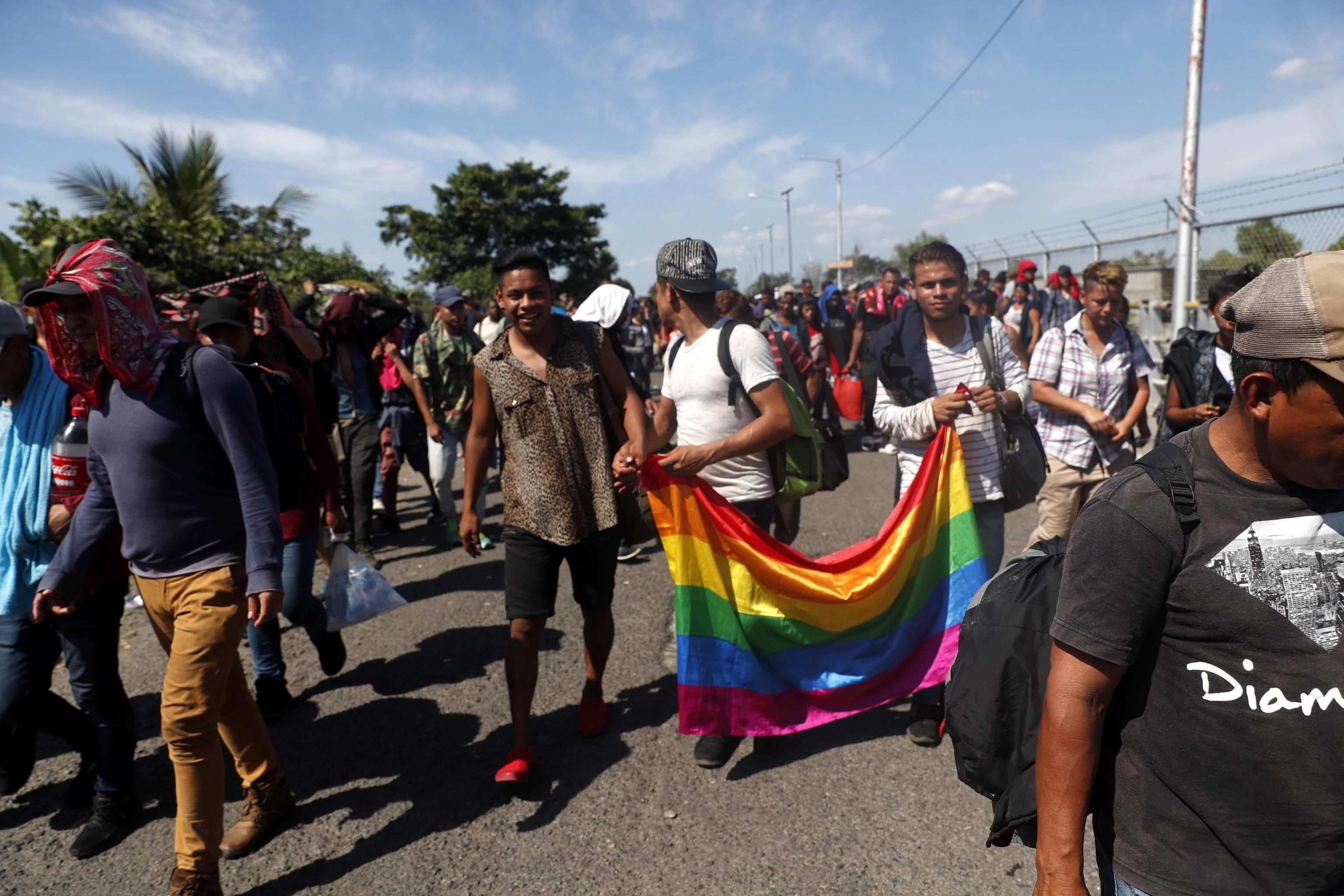 La carovana non ha ancora passato il confine perché attende l'arrivo di altri migranti