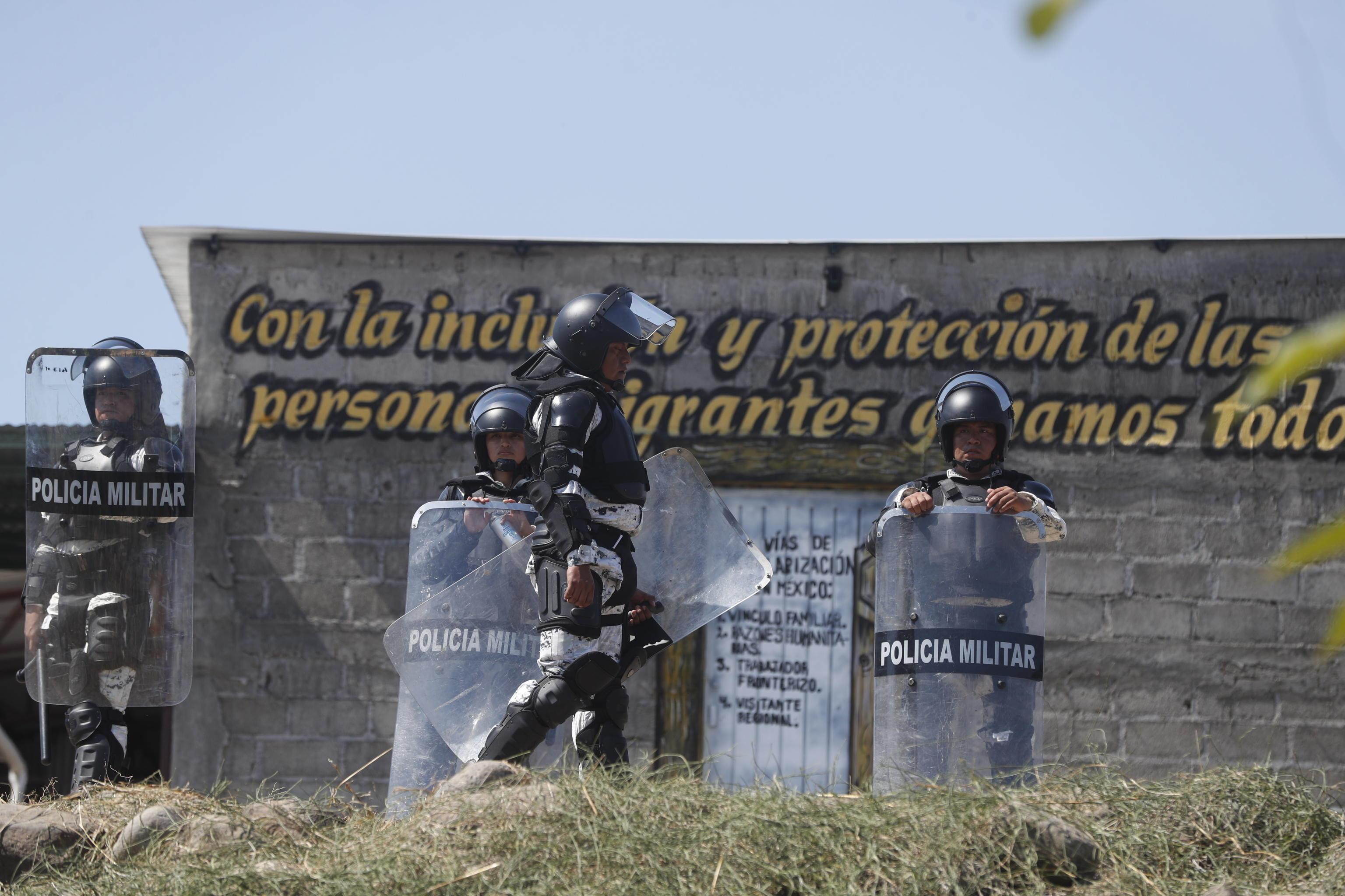 La polizia messicana non ha potuto far altro che controllare il confine con il Guatemala