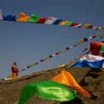 Bandiere della cerimonia buddista per i morti e i malati di coronavirus
