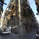A Napoli, nei Quartieri Spagnoli, è in corso da questa mattina la sanificazione dello storico dedalo di vicoli, nel cuore del capoluogo partenopeo, per cercare limitare il contagio da Coronavirus