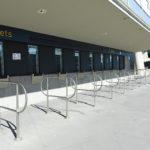 Australia: una biglietteria deserta allo stadio di cricket di Melbourne. Molte aziende sportive hanno deciso di interrompere le competizioni oppure di giocare senza pubblico.