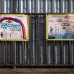 Alcuni dei disegni che raffigurano i medici come eroi e angeli, davanti al Policlinico di Milano