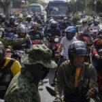 Filippine: le persone che arrivano in scooter dalla provincia di Rizal vengono fermati al confine dell'area metropolitana di Manila per essere controllati. Il presidente Rodrigo Duerte ha disposto la quarantena forzata in tutta la provincia di Manila, la capitale. Le Filippine hanno 140 casi di Coronavirus e 13 vittime.