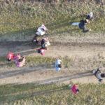 Un dettaglio dall'alto dei rifugiati siriani in marcia