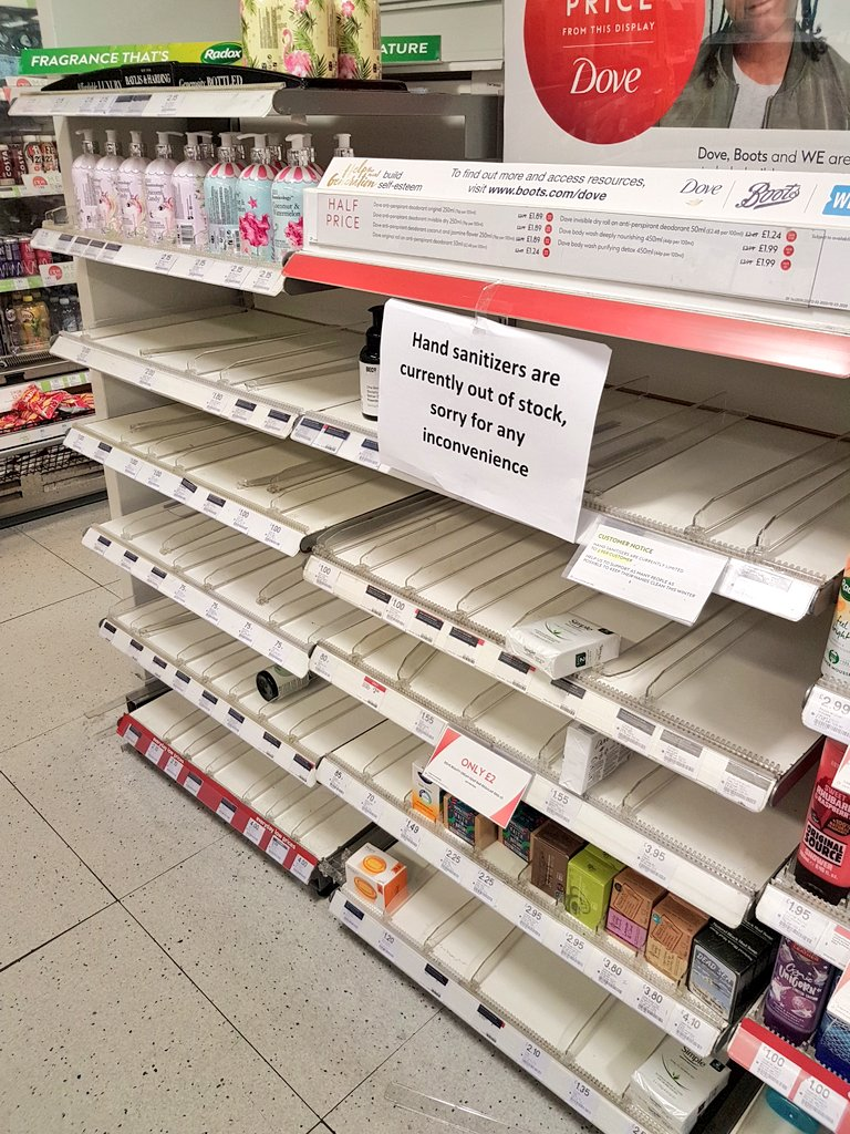 Un cartello in un supermercato di Londra spiega che l'igienizzante per le mani è finito. Fonte: Mariaelena Agostini