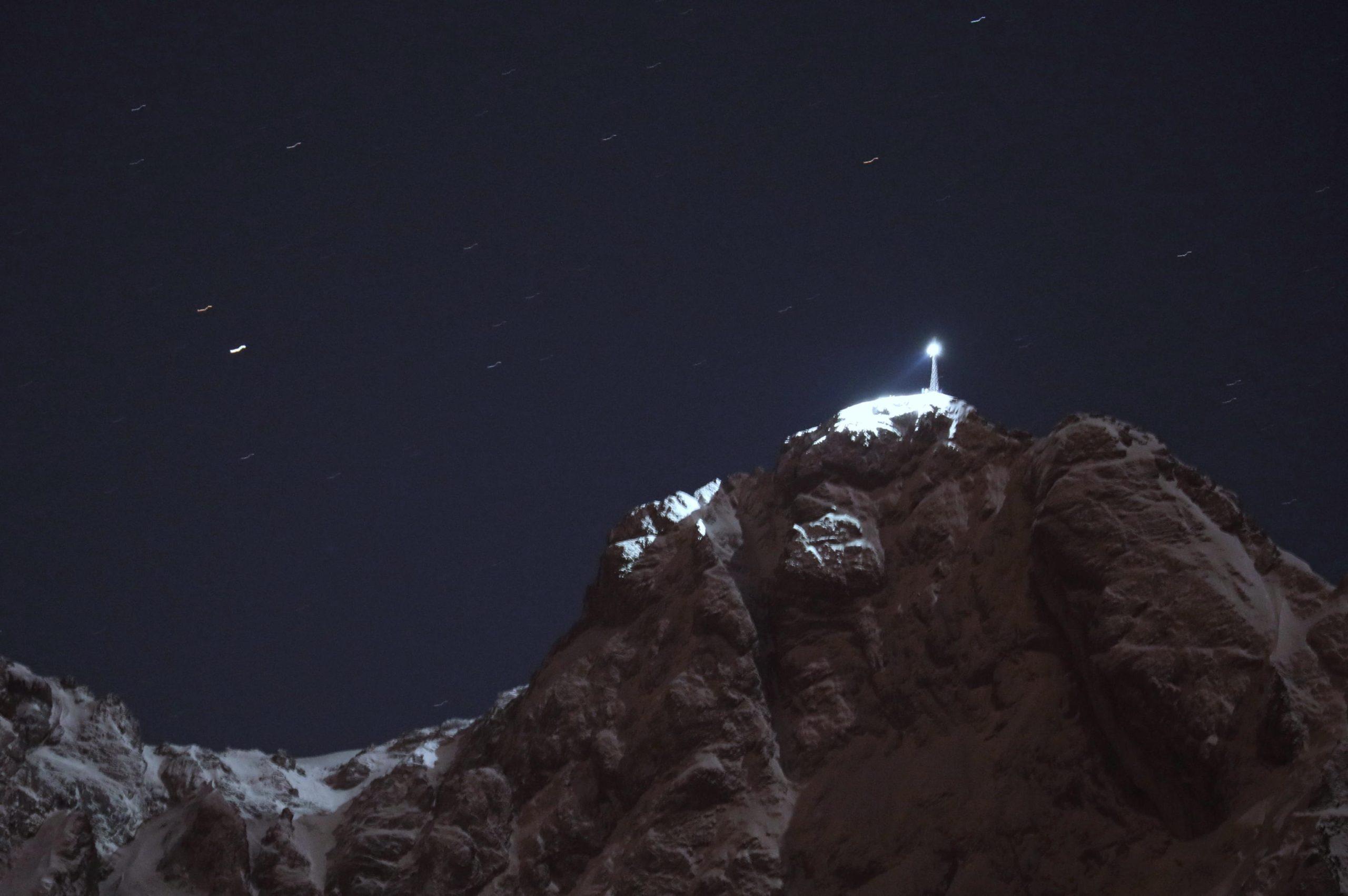Zakopane, Polonia. Anche le montagne si illuminano per commemorare Papa Giovanni Paolo II