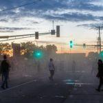La polizia ha usato gas lacrimogeni per provare a sedare la manifestazione
