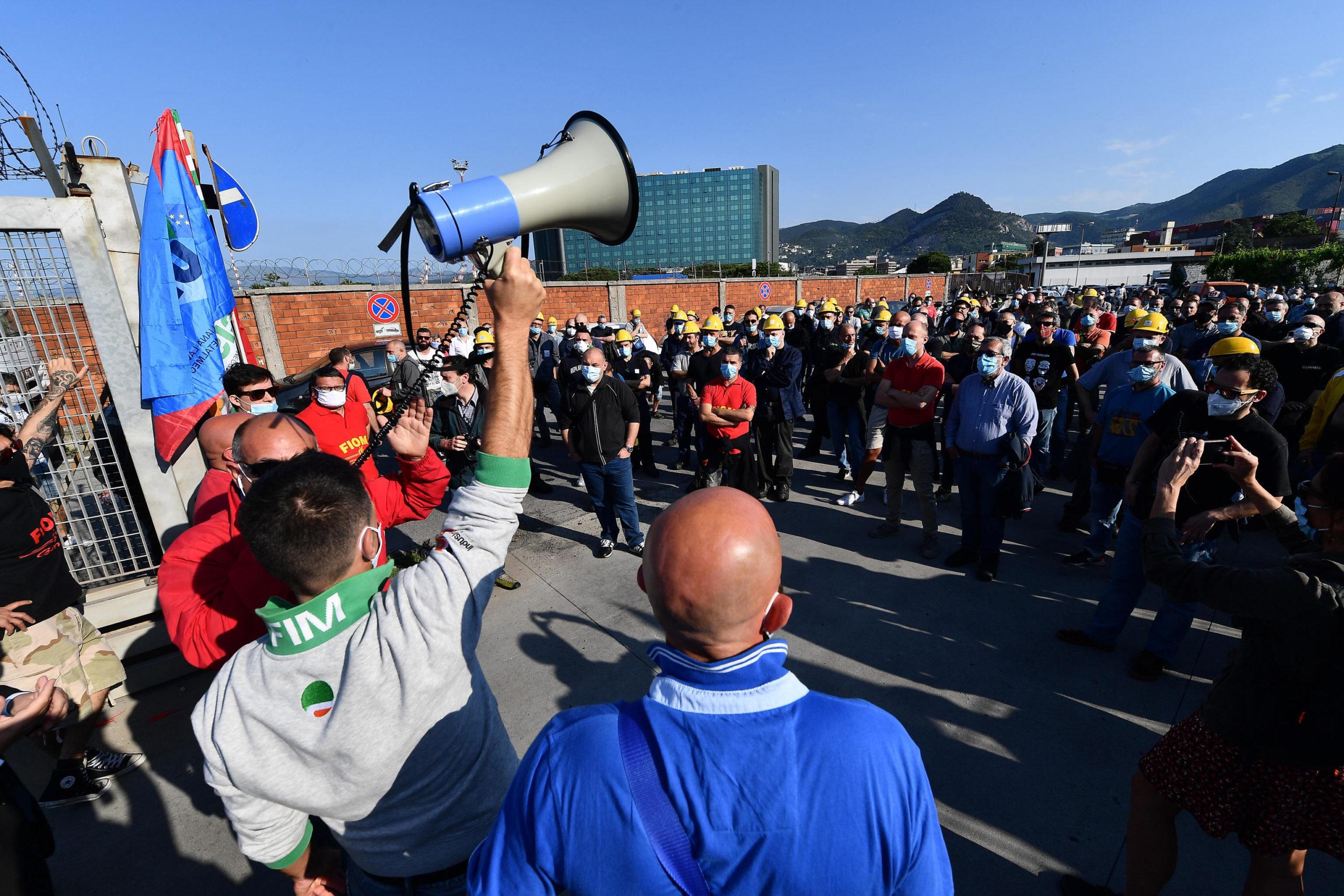 Lavoratori e sindacalisti denunciano la mancanza di dialogo con i vertici dell'azienda