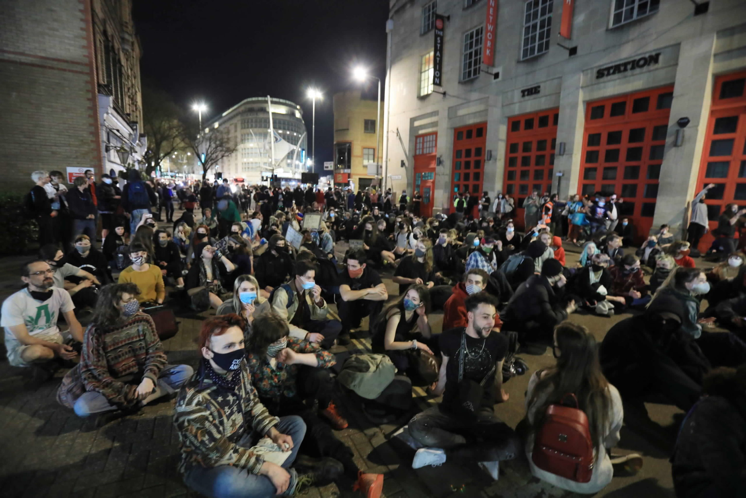 I manifestanti indossano le mascherine ma alcune veglie, nei giorni scorsi, non state autorizzate a causa del Covid