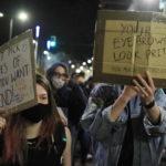 Tantissimi ragazzi per protestare contro la legge promossa da Boris Johnson