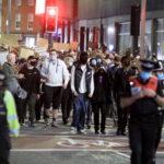 Sono presenti anche molti agenti di polizia per garantire la sicurezza dei manifestanti