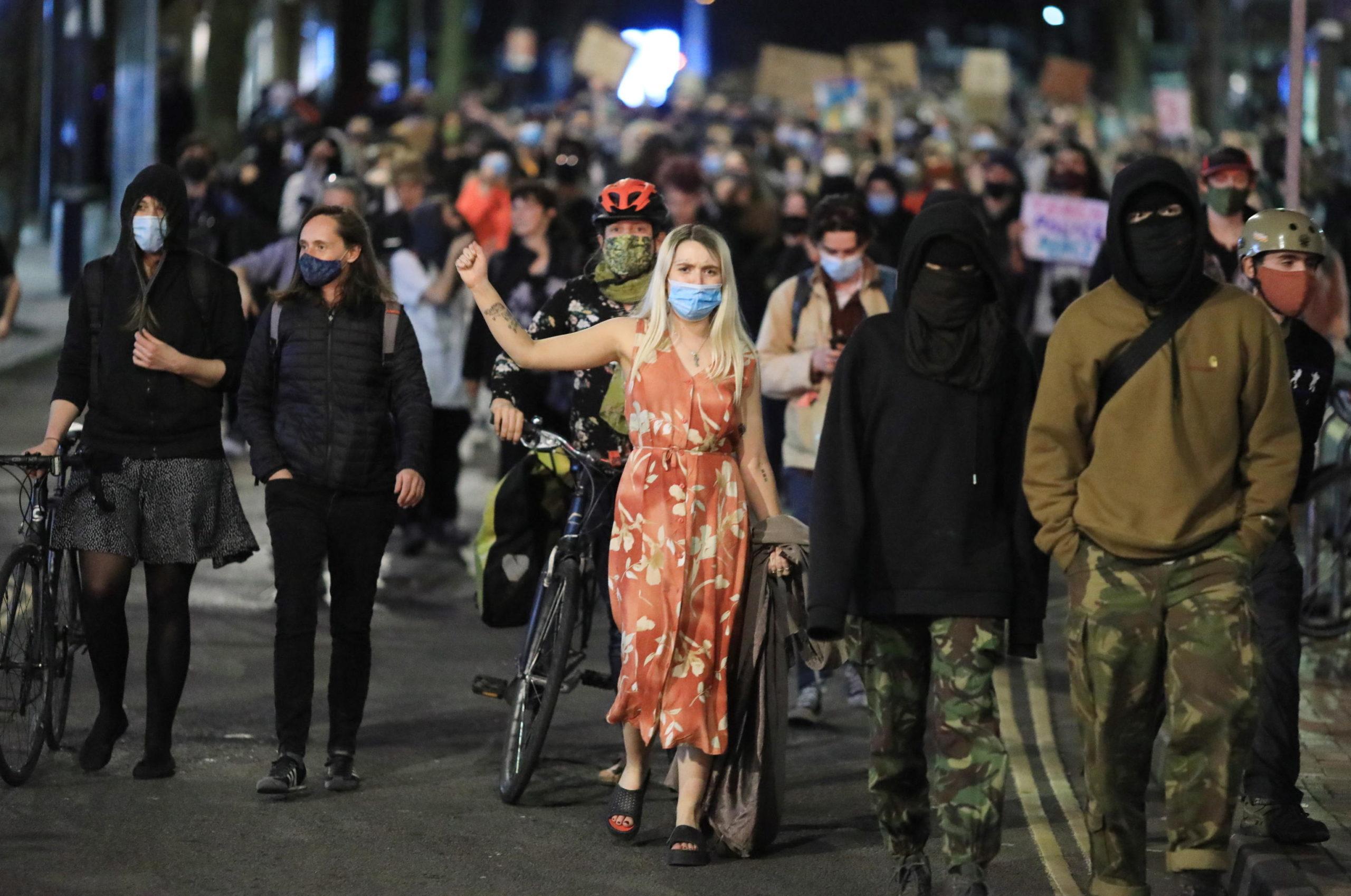 Prosegue la marcia contro i nuovi poteri delle forze dell'ordine