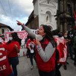 Cori di protesta contro le riforme