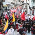 Il gruppo dei manifestanti contro il presidente Guillermo Lasso