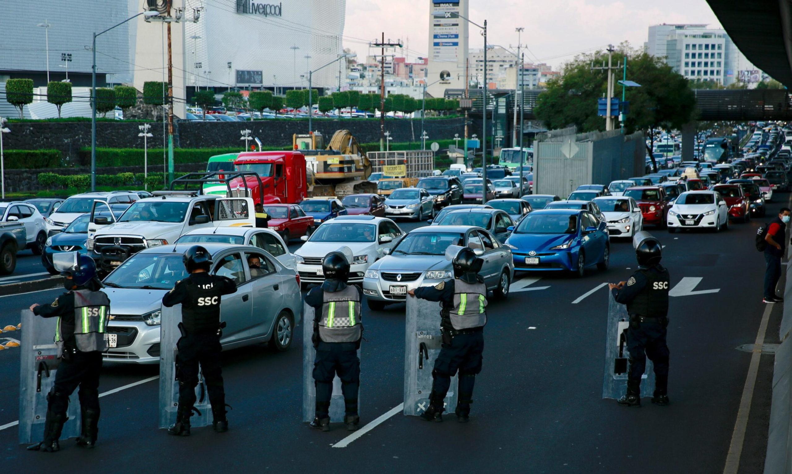 A Città del Messico ci sono anche blocchi stradali dei lavoratori