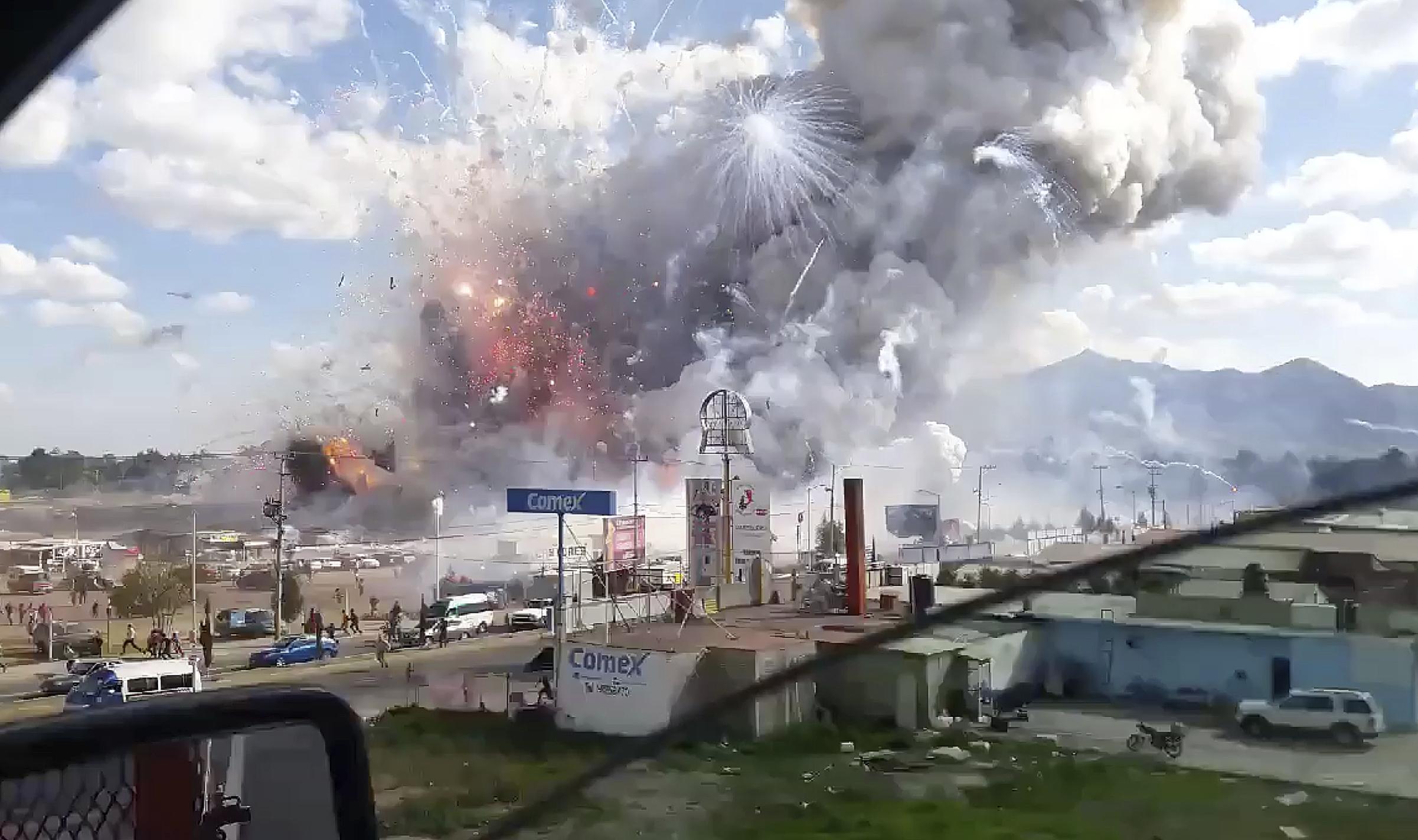 1 - L'esplosione ripresa da una macchina di passaggio