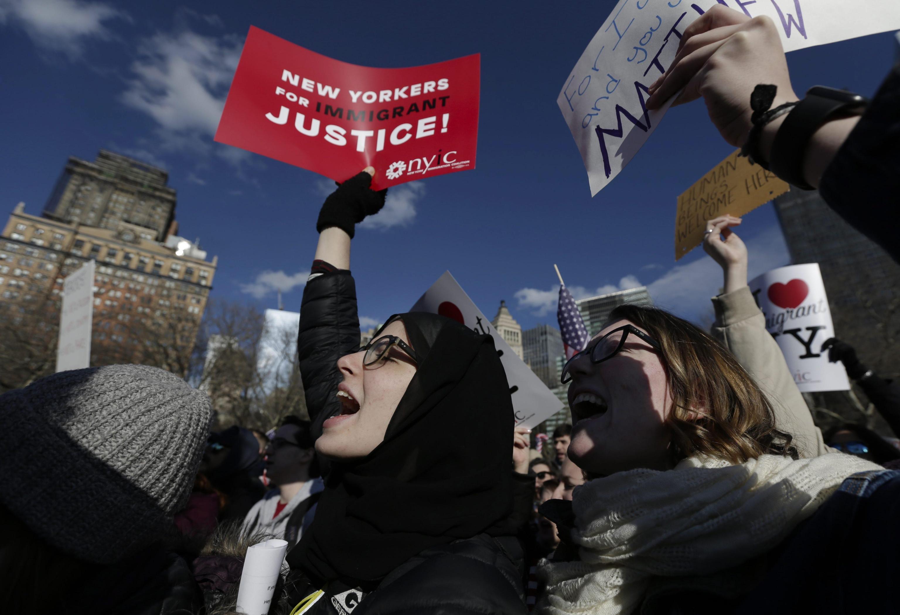 Grande manifestazione per le strade di New York City